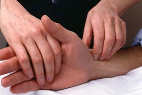 Mãos osteopata